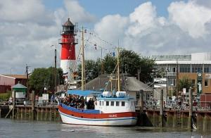 Buesumer Hafen mit Leuchtturm